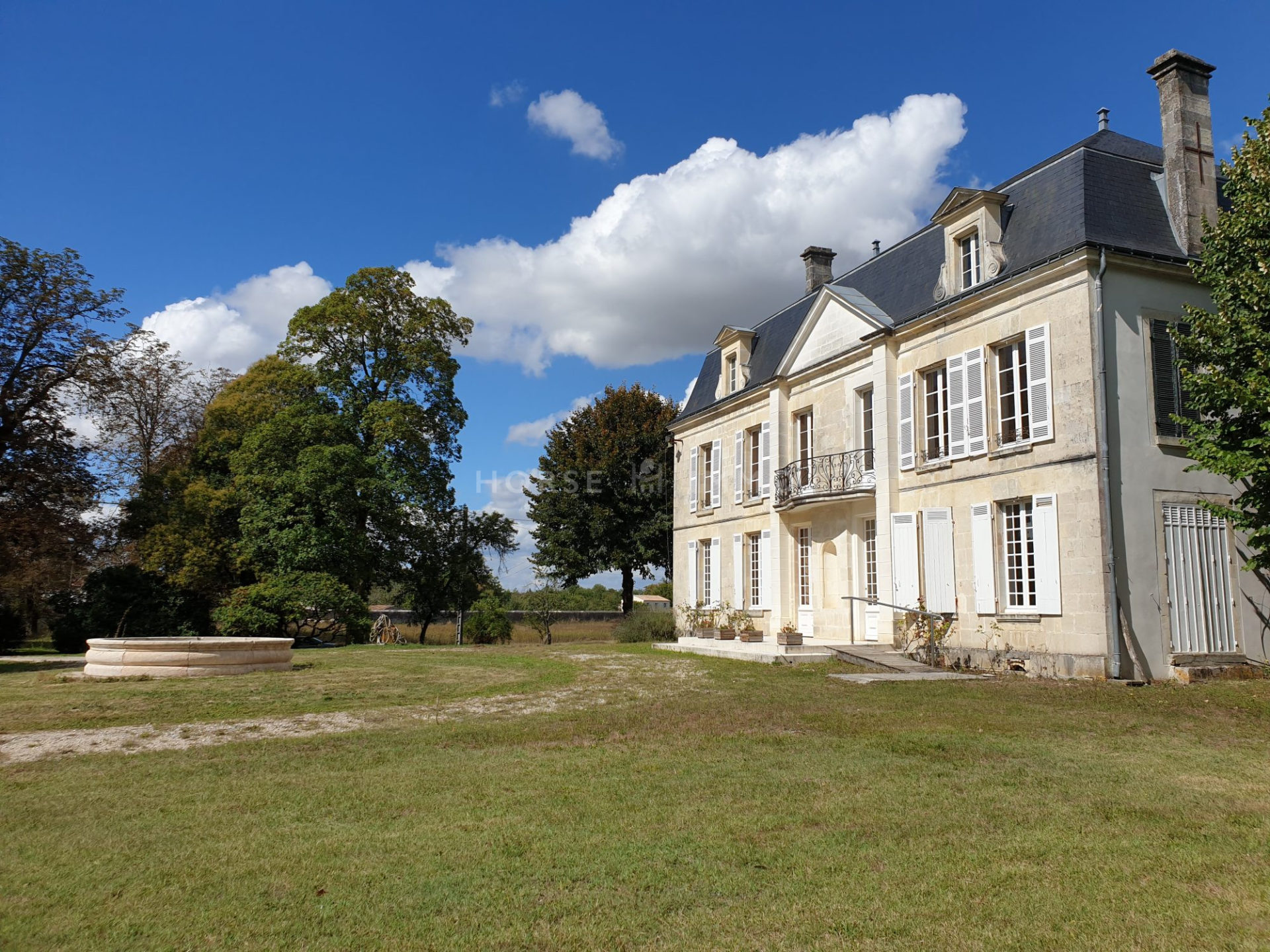 1614337291 VM1666 3 original 1920x1440 - Château et ses 2 logements sur 30ha clos de murs