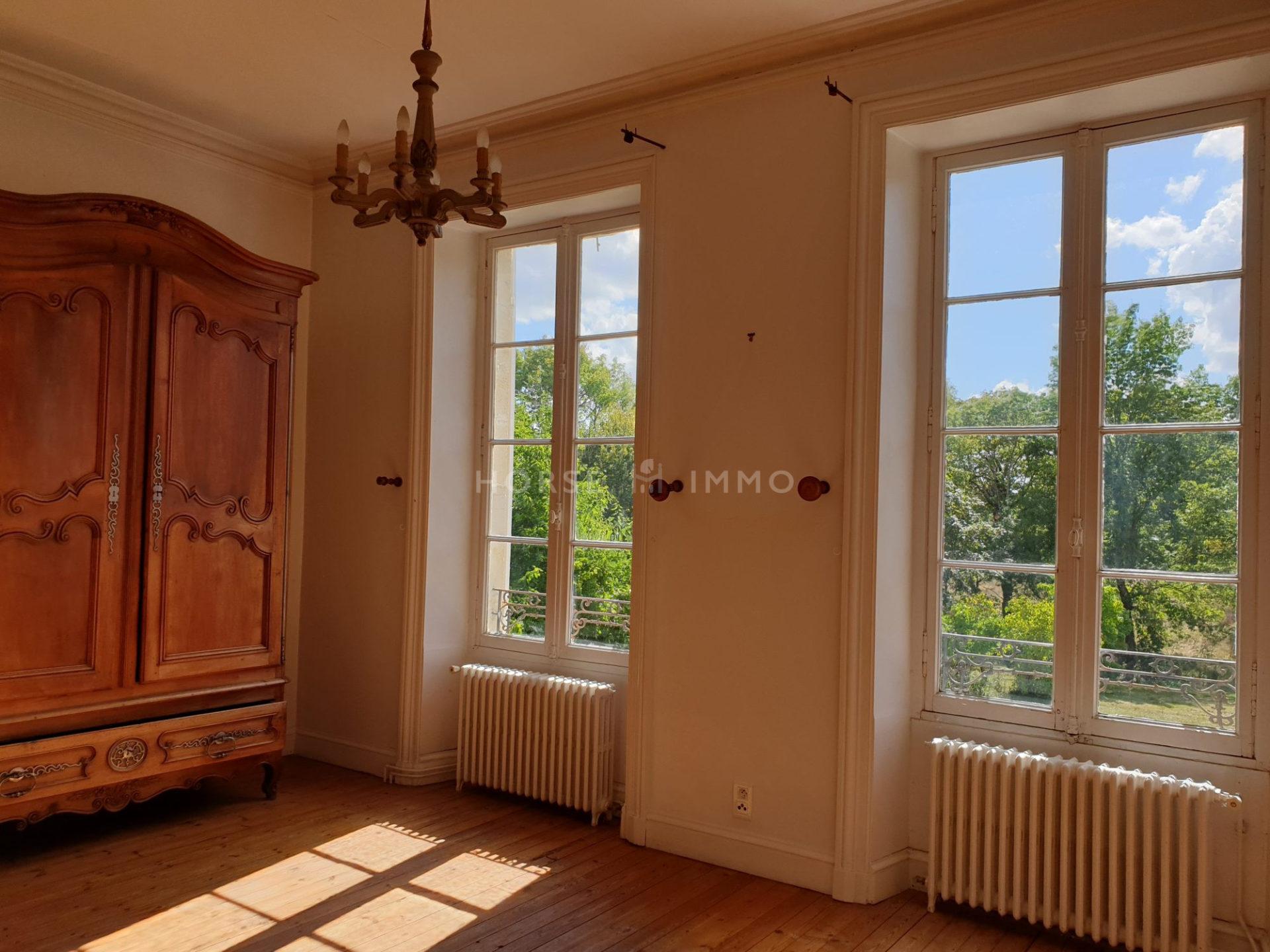 1614338455 VM1666 14 original 1920x1440 - Château et ses 2 logements sur 30ha clos de murs