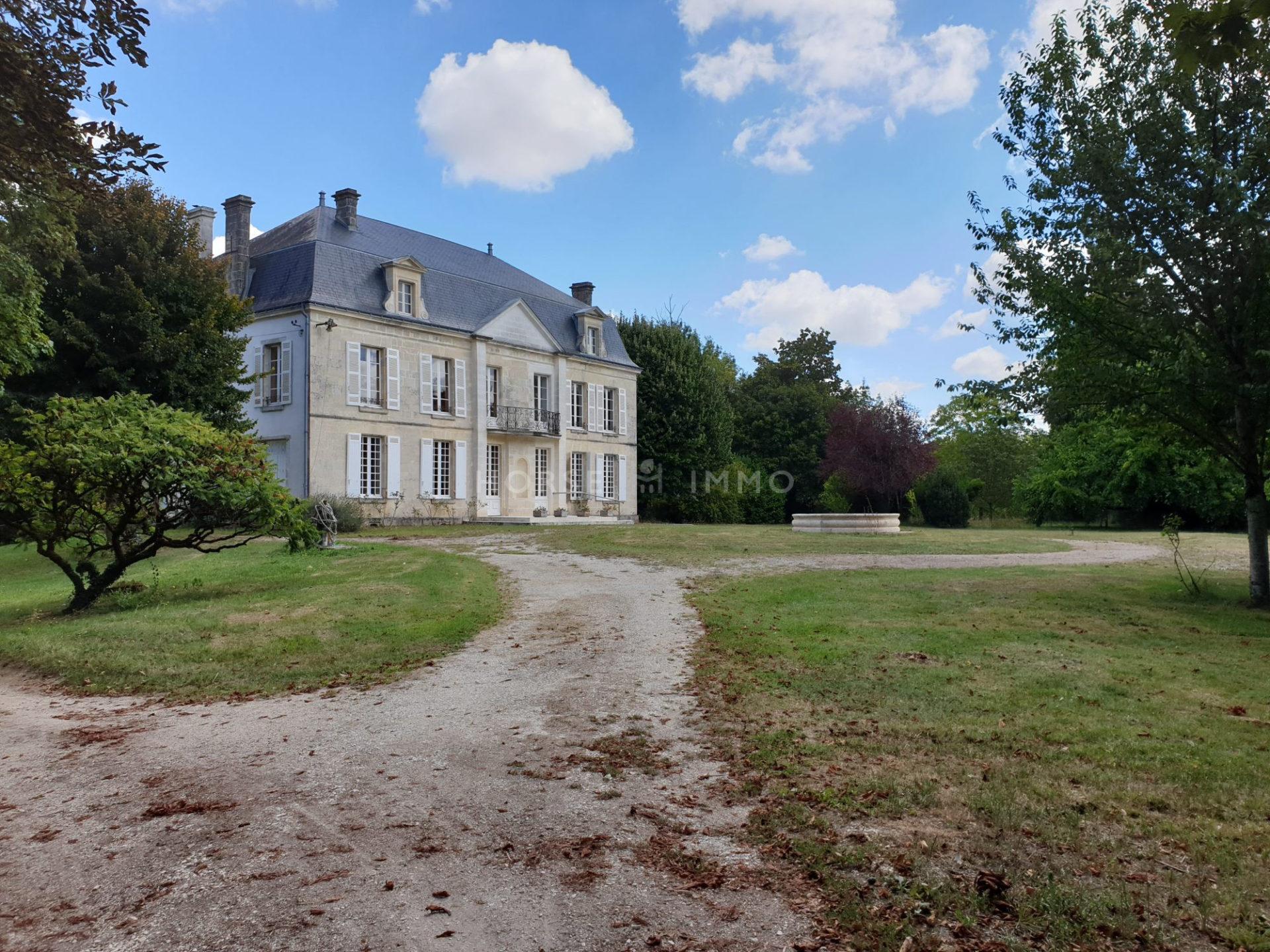1614339527 VM1666 1 original 1920x1440 - Château et ses 2 logements sur 30ha clos de murs