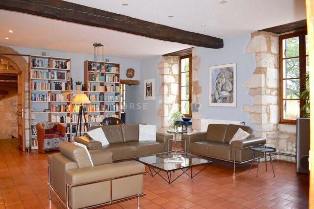 1615973426 VM1712 1 original 640x426 - Château de 340m² sur 3.5ha à 15 min de Bergerac