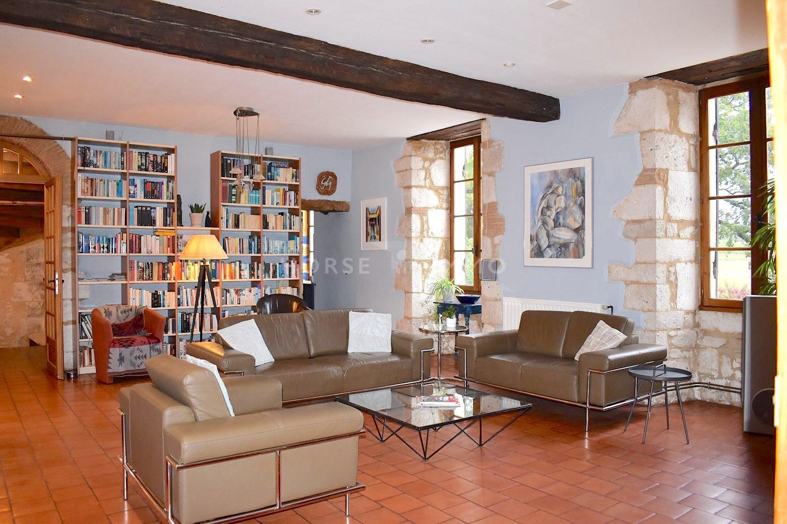 1615973426 VM1712 1 original - Château de 340m² sur 3.5ha à 15 min de Bergerac